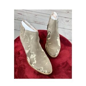 JUST IN Seychelles Taupe Lantern Suede Ankle Boot